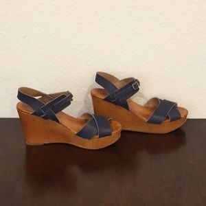 LUCKY BRAND navy and wood sandals